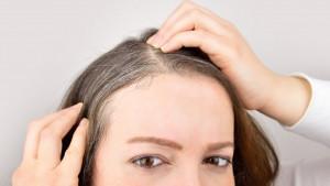 Zdravlje, stres i nauka: Naučnici otkrili zašto kosa osedi