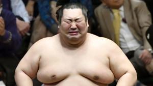 Japan i sumo rvanje: Uplakani džin i pobeda za preminulog trenera
