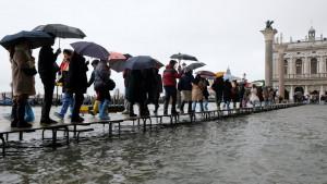 Poplave u Veneciji: Najveća plima u poslednjih 50 godina pogodila italijanski grad