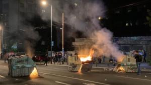 Protesti u Beogradu: Kako su reporterke i snimatelji N1 izneli noć između 7. i 8. jula na svojim leđima