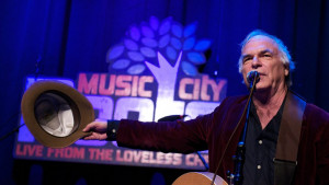 Dejvid Olni: Američki kantri pevač preminuo na sceni u 71. godini