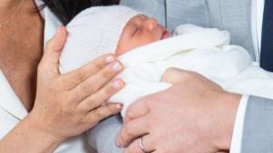 Kraljevska beba: Hari i Megan prvi put u javnosti sa sinom
