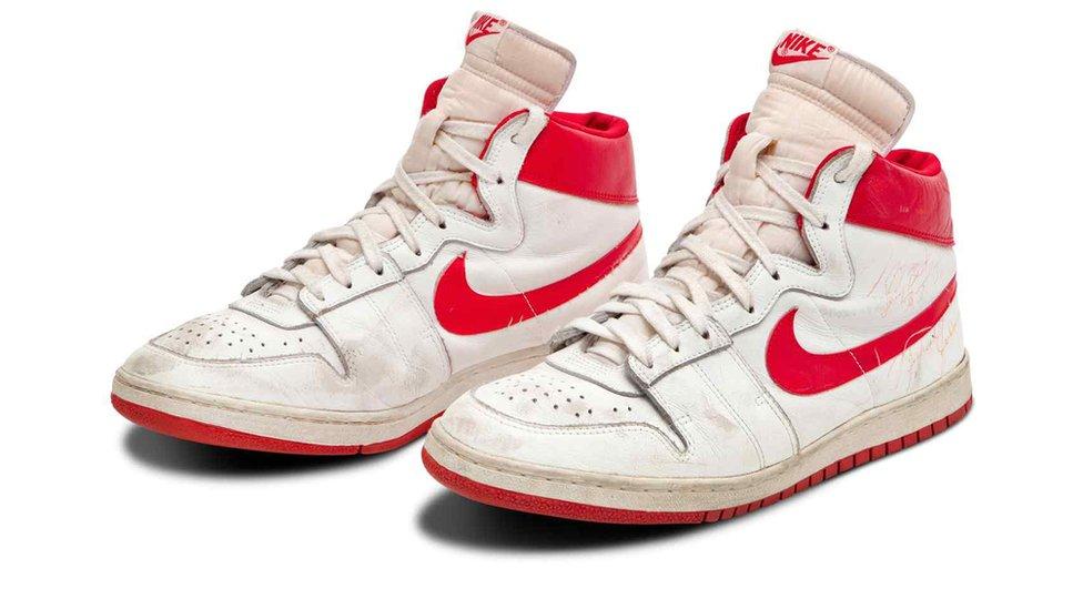 Majkl Džordan: Patike legende košarke prodate za rekordnih 1.47 miliona dolara