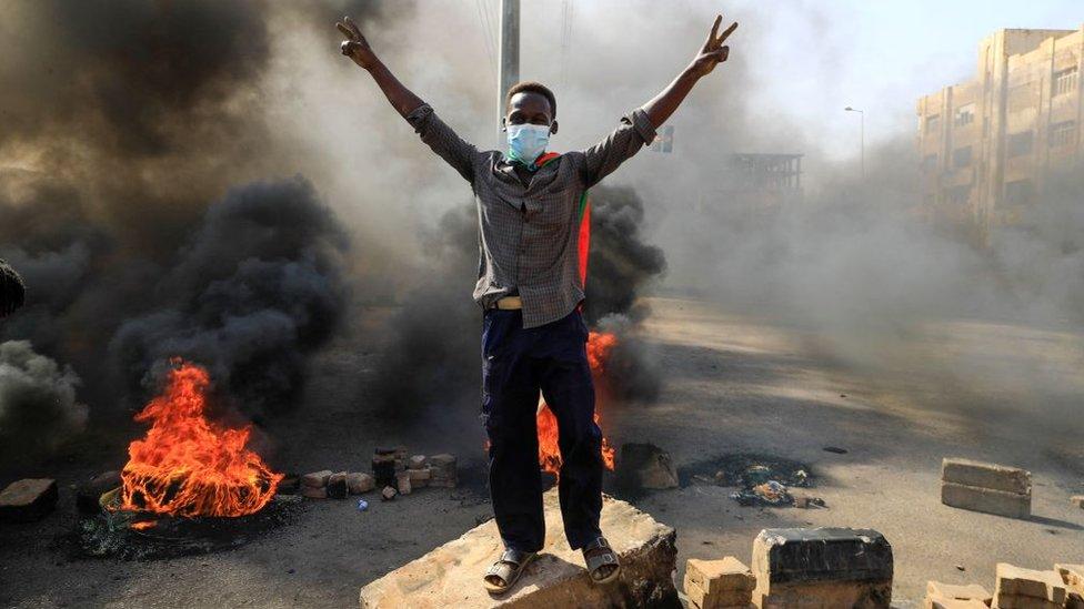Sudan: Uhapšeni članovi prelazne vlade, stižu izveštaji o državnom udaru