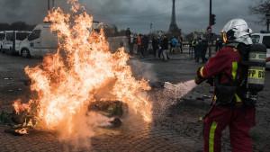Protesti u Francuskoj: Vlada ukida povećanje taksi na gorivo