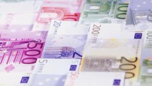 Zašto ljudi izbegavaju banke kada šalju novac iz inostranstva