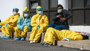"""Korona virus: Šta je """"viralno opterećenje"""" i zašto ugrožava zdravstvene radnike"""