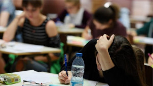 Zašto mladi iz Srbije odlaze u inostranstvo i zašto se ponekad vraćaju