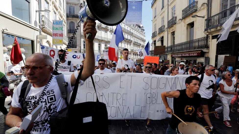 Francuska i korona virus: Suspendovano 3.000 nevakcinisanih zdravstvenih radnika
