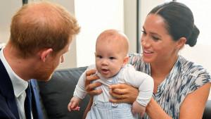 Kraljevska porodica i Britanija: Rođendanska čestitka kraljice Elizabete za praunuka Arčija