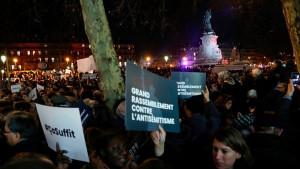 Protesti u Francuskoj: Hiljade ljudi ustalo protiv antisemitizma