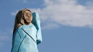 Zapaljena statua Melanije Tramp u Sloveniji na Dan nezavisnosti Amerike