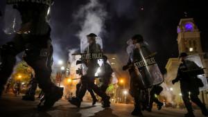 Amerika, rasizam i Briona Tejlor: Ranjena dva policajca na protestima u Lujvilu