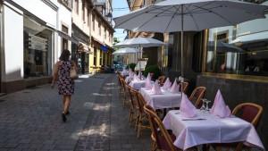 """Ulično uznemiravanje u Francuskoj: Žena u Strazburu napadnuta """"zato što nosi suknju"""""""