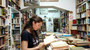 Moderna bibliotekarka: Devojka sakuplja knjige za seoske škole i bolnice
