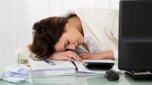 Spavanje na poslu: Da li zaposlenima treba dozvoliti da dremnu