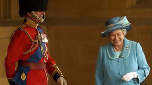 Princ Filip: Kad je britanska kraljica fotografisana kako se kikoće suprugu