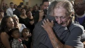 Udovac zapanjen brojem ožalošćenih na sahrani njegove supruge, žrtve pucnjave u El Pasu