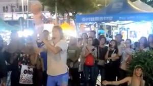 Ruski par uhapšen zbog uličnog performansa sa bebom