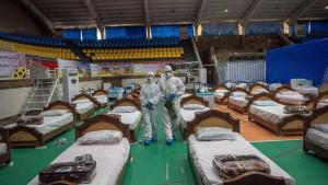 Korona virus: Lečenje u poljskim bolnicama širom sveta u fotografijama