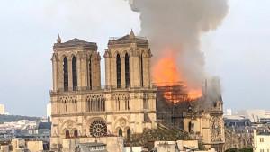 Francuska: Požar u katedrali Notr Dam