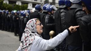 Nenasilne demonstracije i pravilo od 3,5 odsto: Kako mala manjina na protestima može da promeni svet