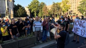 Protesti u Srbiji: Okupljanja u Beogradu i Novom Sadu uprkos zabrani i novim merama