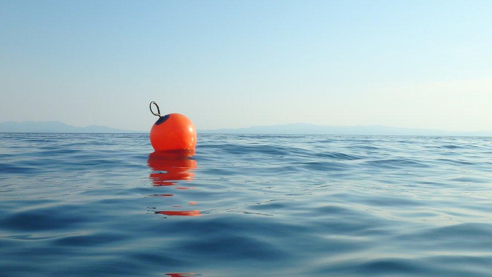 """Pacifik i preživljavanje: Čovek preživeo 14 sati u okeanu """"držeći se za otpad u vodi"""""""