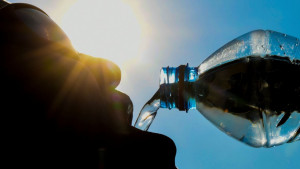 """SZO: Mikroplastika u vodi ima """"minimalni rizik po zdravlje"""""""