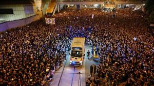 Kina i Hongkong: Godina besa i očaja