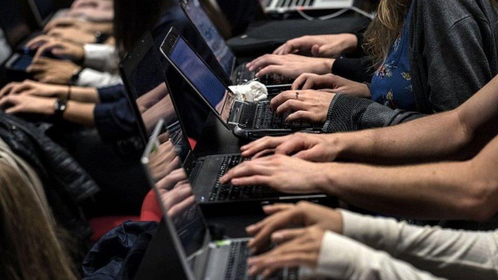 Kako da se zaštitite ako vas neko vređa na internetu
