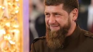 Deca u Čečeniji dobijaju novac i telefone ako napišu pesmu o porodici lidera Kadirova