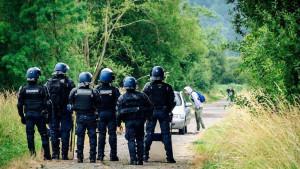 Francuska i nasilje: Policija razbila nedozvoljenu žurku, mladić ostao bez ruke u sukobu sa snagama reda
