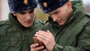 Rusija: Parlament vojnicima zabranio pametne telefone na dužnosti