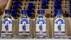 Holandija zaplenila 90.000 flaša votke zbog sumnje na izvoz u Severnu Koreju
