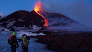 Erupcija vulkana Etna na Siciliji usled desetina podrhtavanja tla