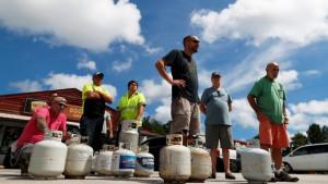 Uragan Florens: Tramp upozorava da oluja jača