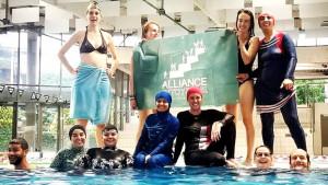 Borba protiv zabrana: Burkini protest muslimanki na bazenu u Grenoblu