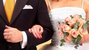 Brak, venčanje i tradicija: Zašto toliko mladih žena i dalje menja devojačko prezime u muževljevo