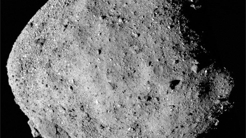 NASA, asteroid i istraživanja svemira: Letelica u riziku da ostane bez uzoraka sa asteroida pošto su se zaglavila vrata