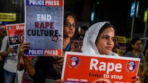 Indija: Žena zapaljena na putu za saslušanje povodom slučaja silovanja