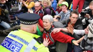 Klimatski protest u Londonu: Hapšenje demonstranata i zaustavljanje metroa
