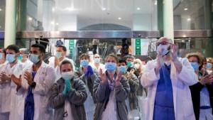 Korona virus: Od besplatnog roštilja do vakcina, sedam događaja koji ulivaju nadu