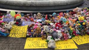 Crna Gora i pedofilija: Otkud plišane igračke na trgovima i ulicama