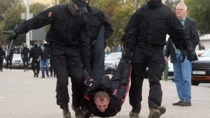 Protesti i Belorusiji: Suzavac, šok bombe, desetine uhapšenih i povici
