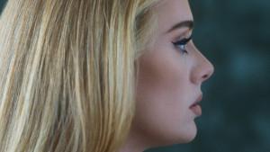 """Easy On Me"", nova pesma Adel: Da li je povratnički singl pogodak ili promašaj"