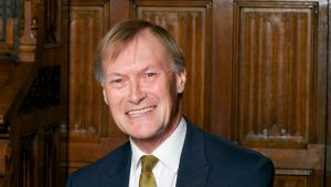 Velika Britanija i politika: Poslanik britanskih Konzervativaca umro posle ubadanja nožem