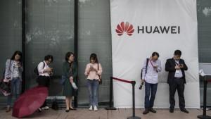 Gugl prekinuo saradnju sa Huavejem - šta to znači za Srbiju