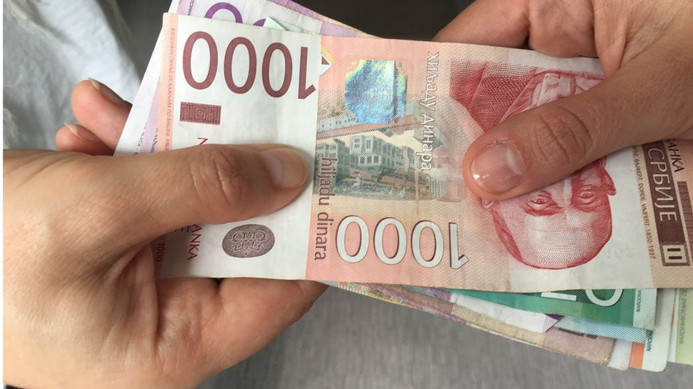 Ekonomija: Novčana davanja u Srbiji - ko će sve (još) dobiti novac, koliko i ko će to vraćati