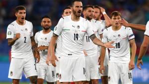 Euro 2020: Fudbal uzvratio udarac koroni, Italijani slomili otpor Turske, navijači oduševljeni na stadionu